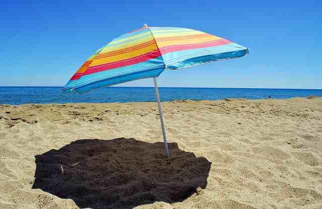 Piantare Ombrellone in Spiaggia